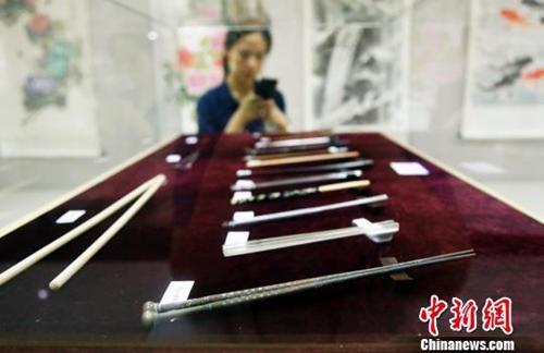 一双筷子的诞生与流行:既是餐具,也是文化象征