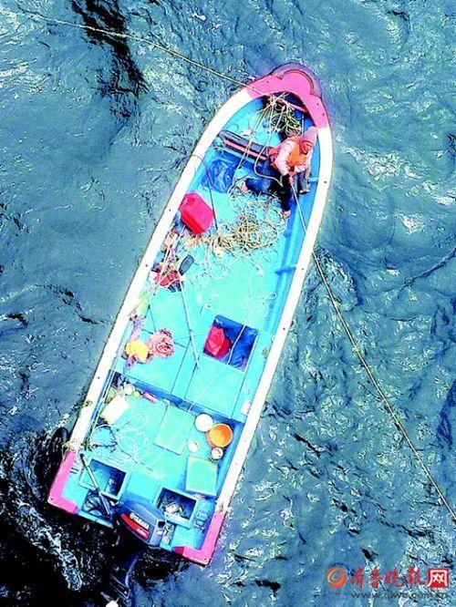 荒海求生!一人一船漂泊11天后获救 曾靠喝尿维持生命