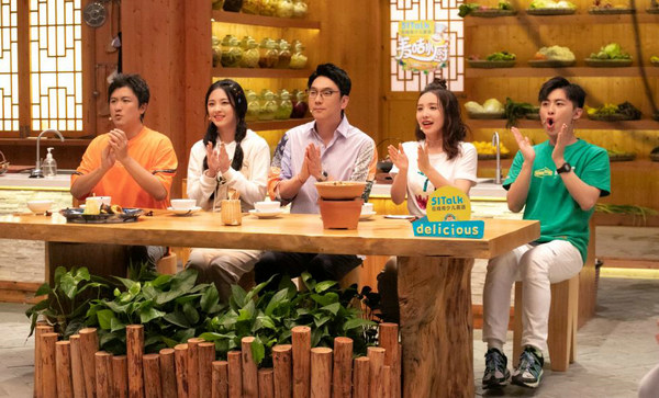 李莎旻子诗意点评《麦咭小厨》菜品 地道湘西菜获赞