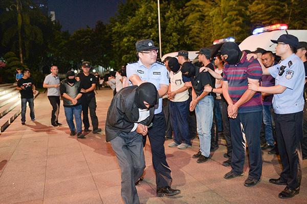 """重庆警方打掉一个恶势力集团:持有枪支的村主任成""""村霸"""""""