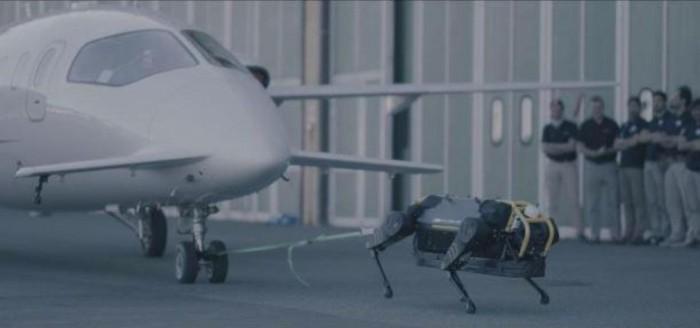 意大利理工学院研发机器狗 拉动了3吨重的飞机
