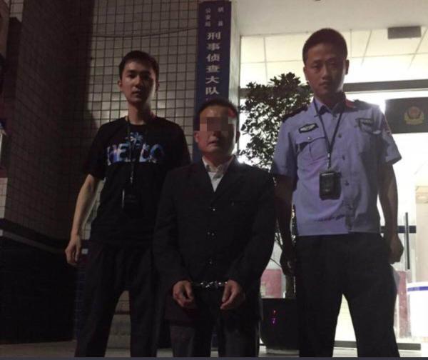 """四川一男子花万元为儿子买""""大学文凭"""",得知文凭是假后报警"""