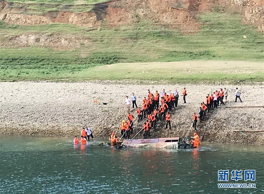 贵州贞丰县一船只侧翻 已致10人遇难