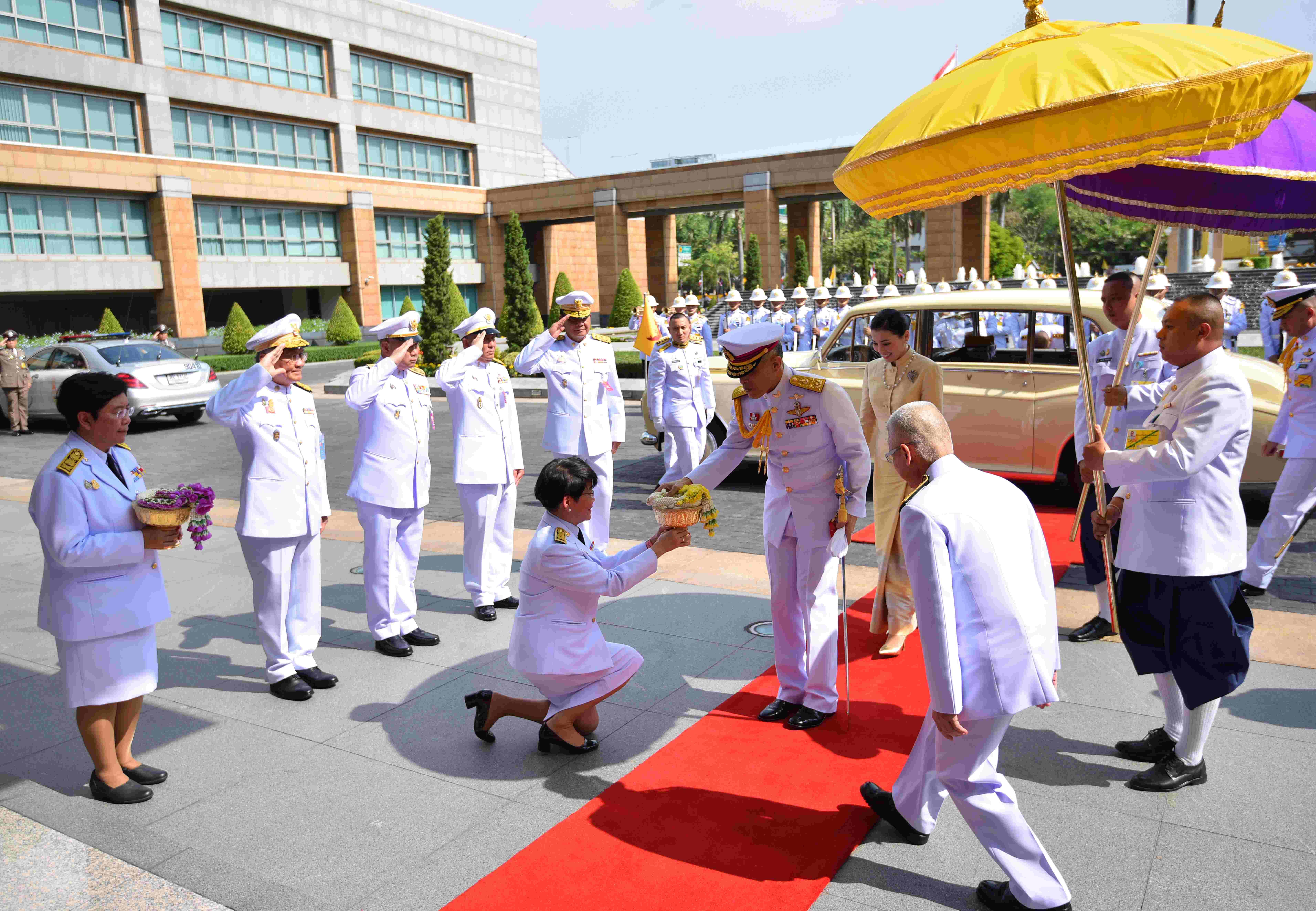 泰国新一届国会开幕 国王哇集拉隆功出席主持