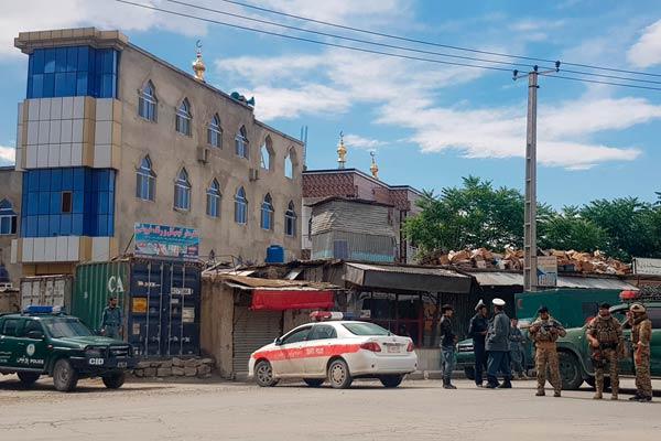 阿富汗喀布尔一清真寺发生爆炸 至少9死17伤