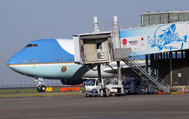 美国总统特朗普偕夫人梅拉尼娅抵日 正式开启拜访之旅