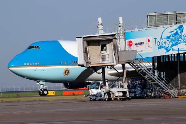 美国总统特朗普偕夫人梅拉尼娅抵日