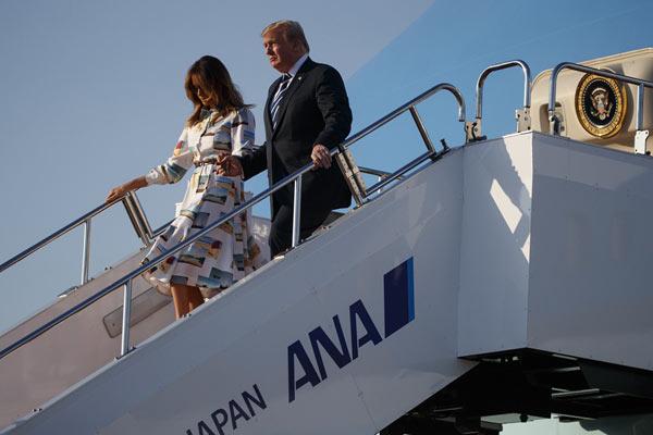美国总统特朗普偕夫人梅拉尼娅抵日 正式开启访问之旅