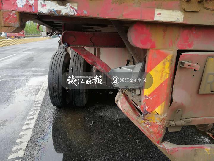 又一起!杭州一司机低头捡手机,撞上大货车