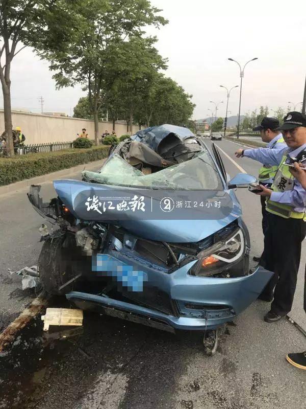 突发!又一起!杭州一司机低头找手机,撞上路上停着的半挂车