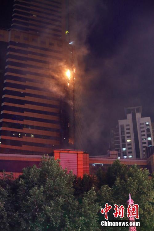 南京新街口金鹰大楼失火