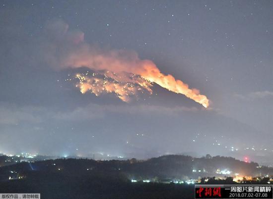 印度尼西亚阿贡火山喷发 峇里岛机场5架航班取消