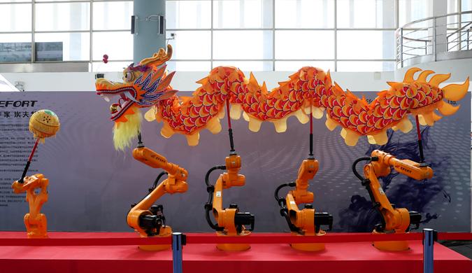 舞龙舞剑机器人亮相长三角一体化创新成果展