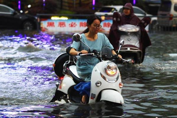 强降雨突袭江西瑞昌致城区积水严重