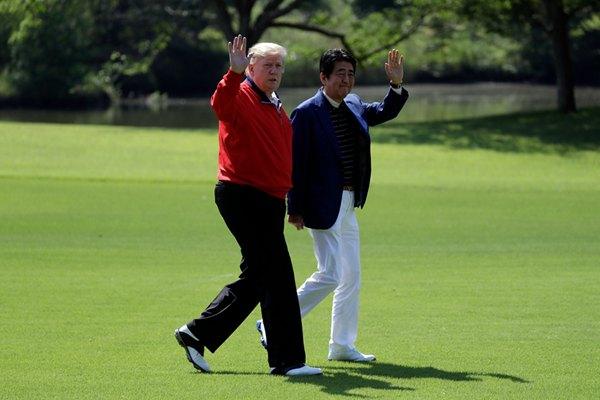 美国总统特朗普访日 与安倍晋三相约打高尔夫