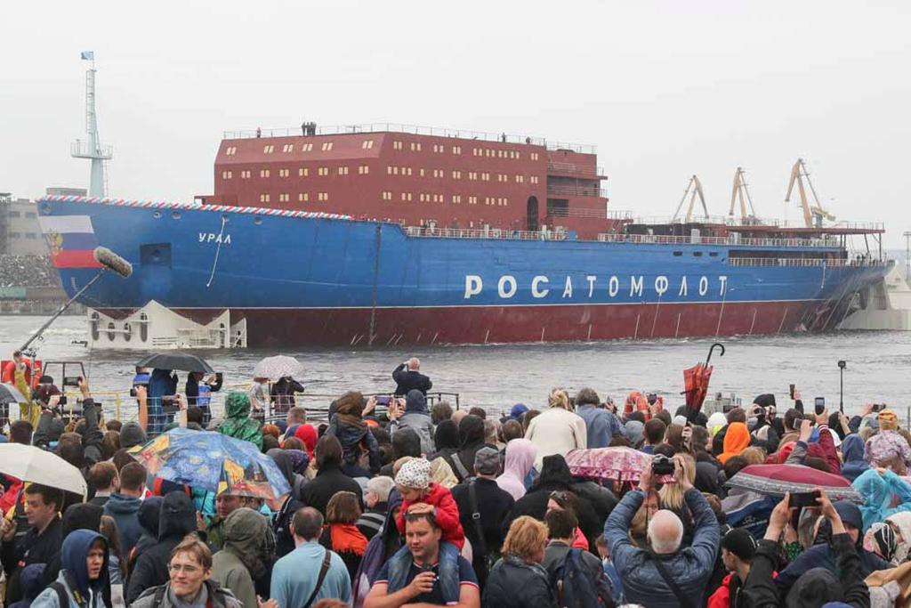 """俄""""乌拉尔""""号核动力破冰船下水"""