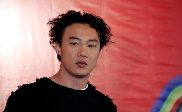 娱乐圈中想不到的关系,陈奕迅是王祖蓝表哥,而苏大强跟她是亲戚