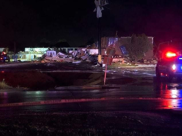 美国?俄克拉荷马州遭受强风暴袭击 致2人死亡