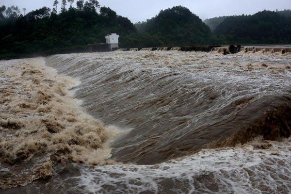 安徽黄山遭遇特大暴雨 局部地区出现灾情