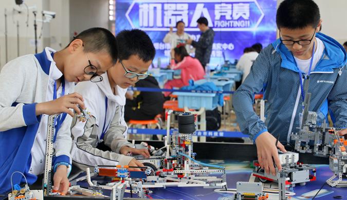 山东烟台小创客机器人竞赛比拼忙