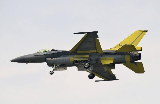 """""""漢光""""演習臺軍F-16V首次出動 進行公路起降"""
