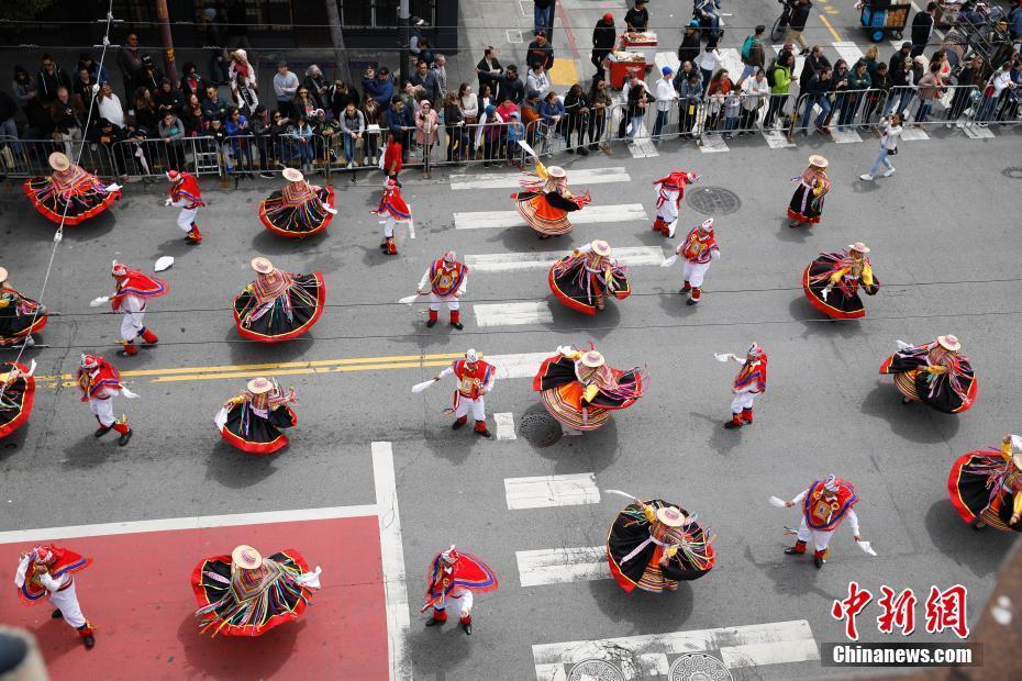 旧金山嘉年华民众盛装出席 展示代表自己族裔的歌舞