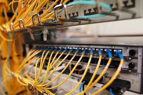 美运营商:每拿掉一条华为线 就会有32个美国家庭断网