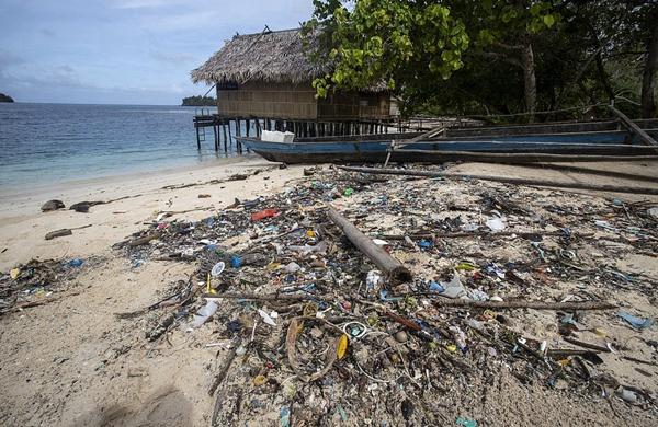 垃圾失乐园:印尼某小岛汇聚大量外来人造垃圾