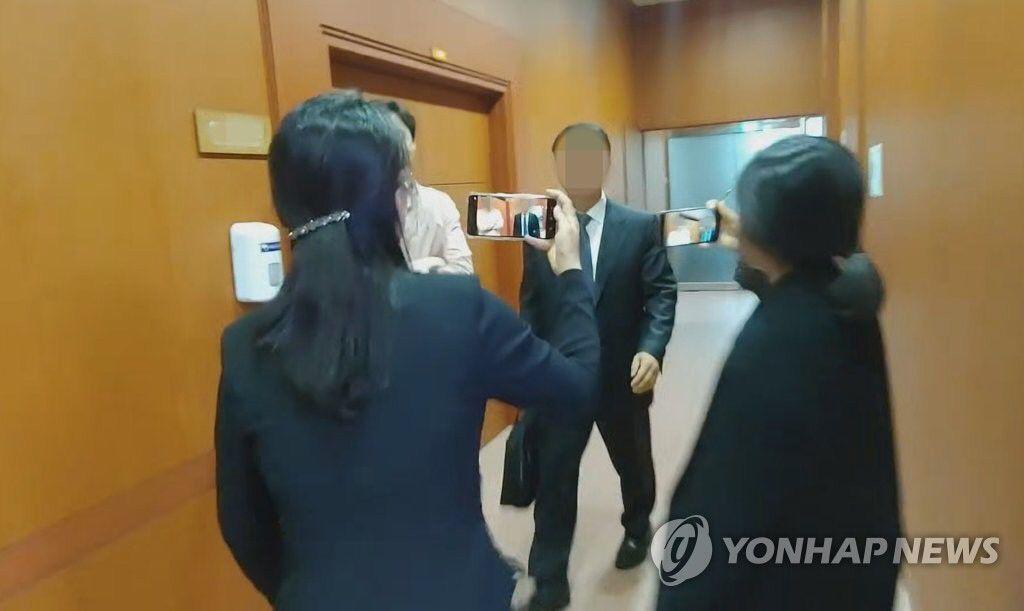 泄露韩美首脑通话细节,韩国外交官和议员被起诉