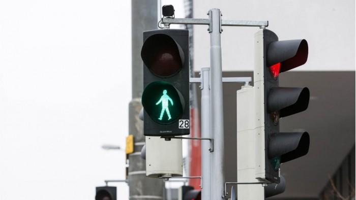 这个人行横道系统能够自主检测行人并调节红绿灯