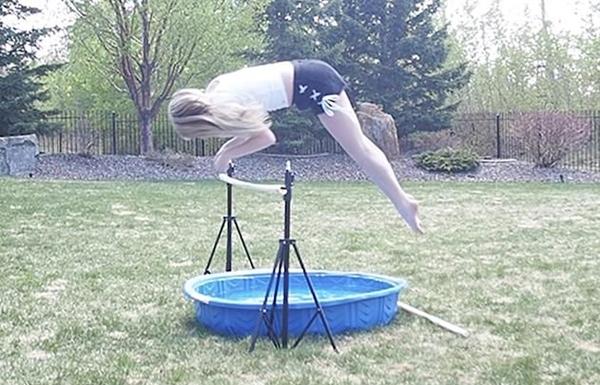 加拿大女孩苦练6年特技 能像马一样奔跑跳跃