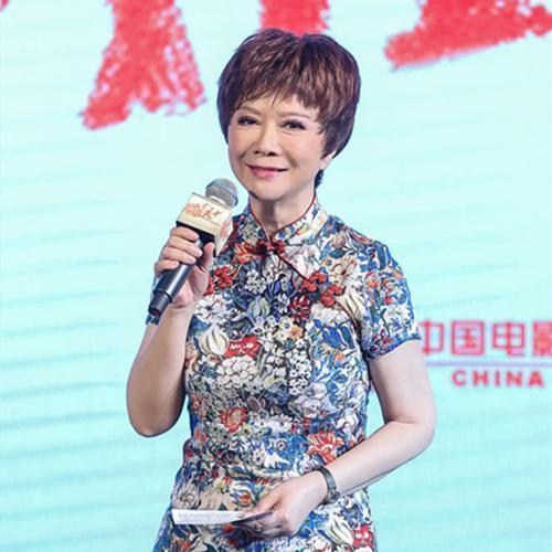 """58岁蔡明身穿旗袍亮相活动,却被指""""脸僵得笑不动了"""""""