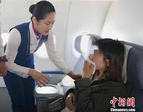 国际航班一旅客下颌脱臼 牙医旅客紧急施救平安落地