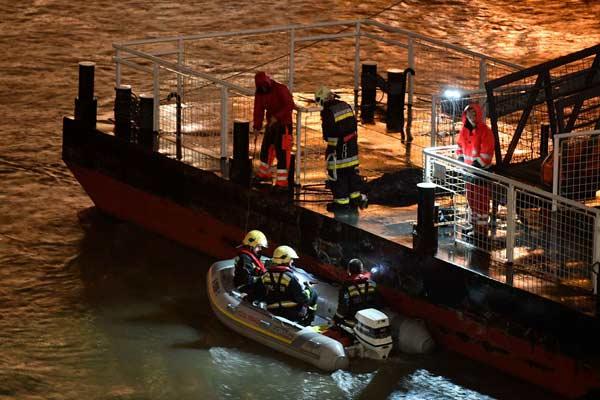 布达佩斯多瑙河2艘游船相撞 已致7死19人失踪