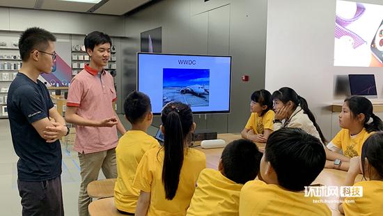 """苹果WWDC获奖者与学生面对面交流关于编程的""""那些事"""""""