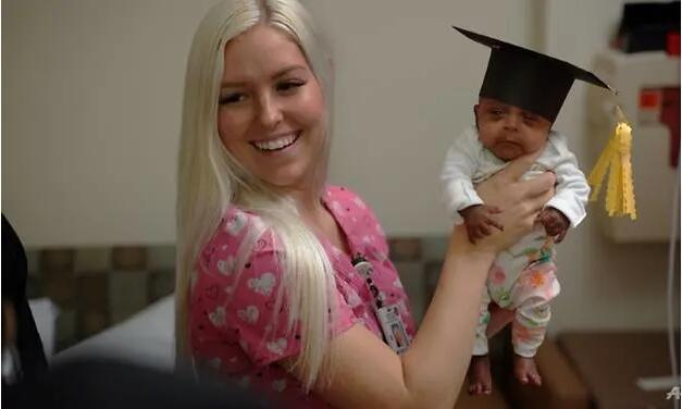 美国公布世界最小存活婴儿 出生时仅重245克
