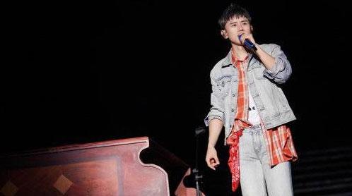张杰六一青岛开唱 陪伴歌迷过儿童节