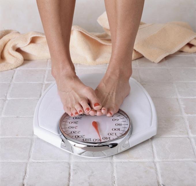 减肥时自律作用大!研究发现每天称体重瘦得更快
