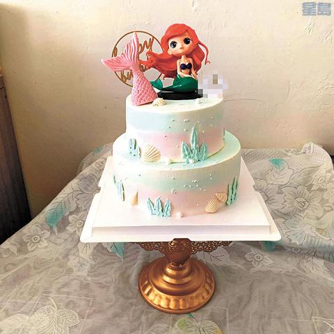 May设计的美人鱼蛋糕。(来源:美国《星岛日报》李娜 摄)