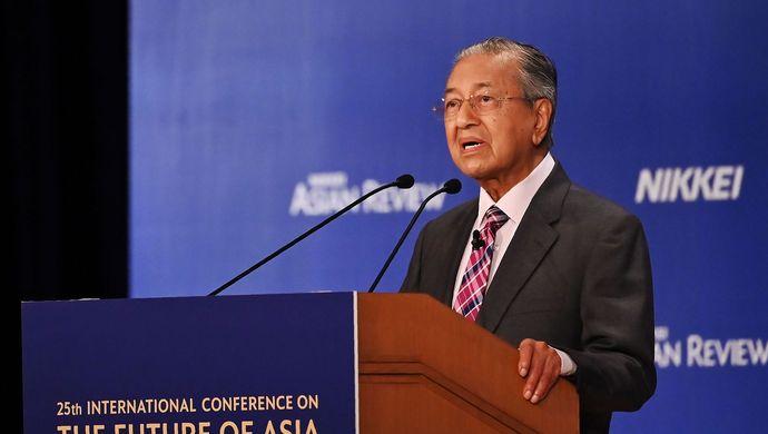 """洪森否认柬埔寨陷入中国""""债务陷阱""""说法:中国尊重柬方决定"""