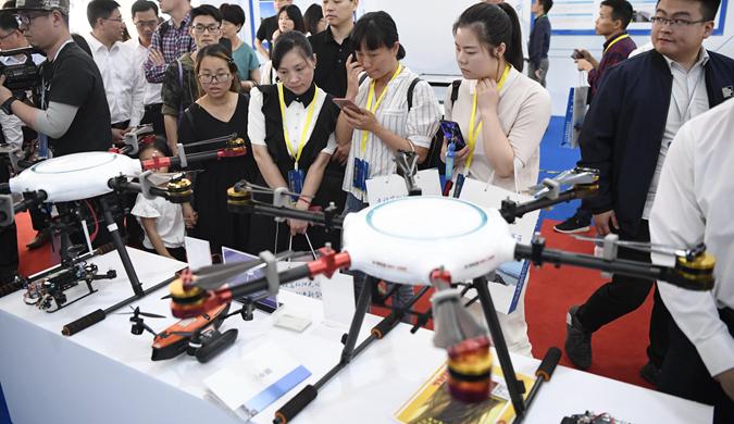 """杭州:赴科技盛宴 感受""""黑科技""""魅力"""
