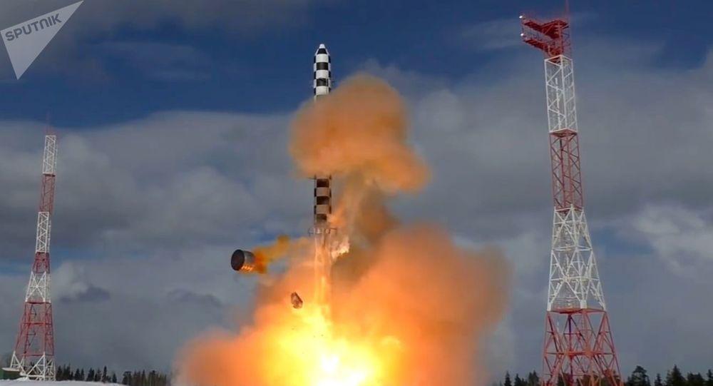 """俄军将发射九枚洲际导弹 包括两枚""""萨尔马特"""""""