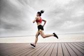 既不受伤训练效果又好 跑者每周该跑多远?