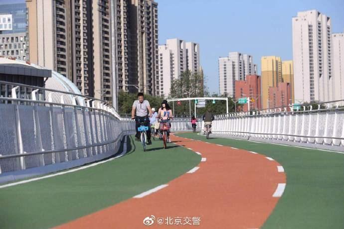 北京首条自行车高速开通 坡道装配先进助力装置