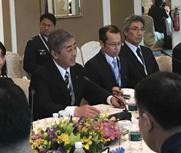 中日防长会晤,媒体围堵