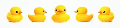 宝宝泡澡小黄鸭 危险不小呀