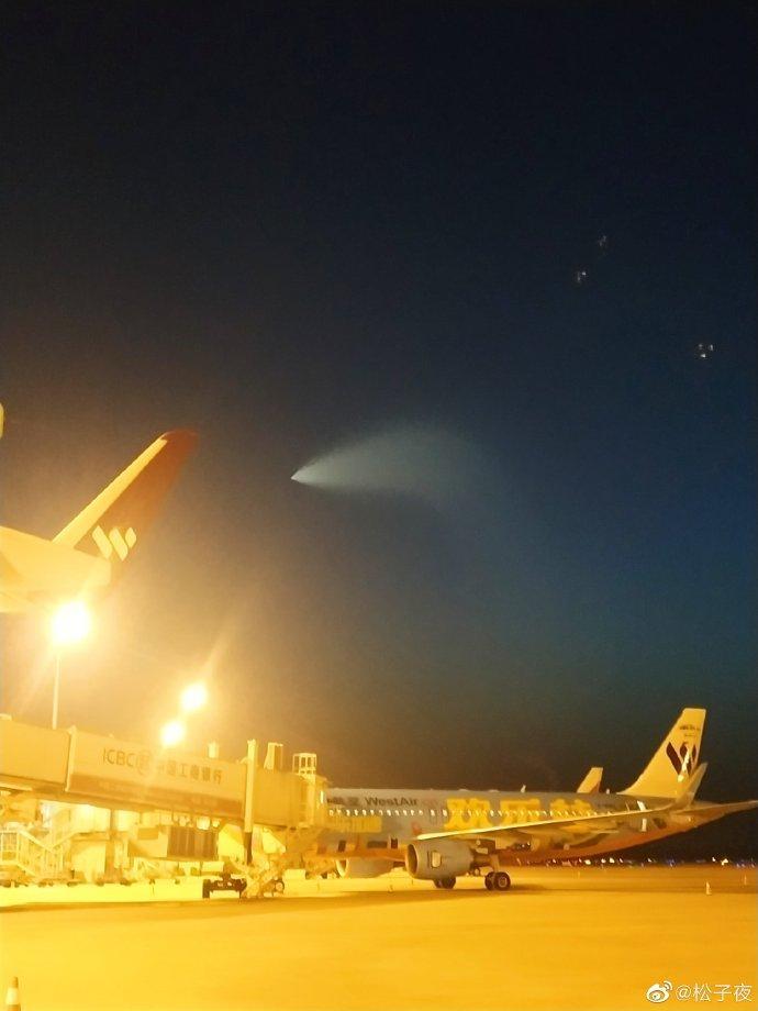 山东、山西、河南多地的网友在天空中发现了一个发光体 尾部有火焰状的光亮发出