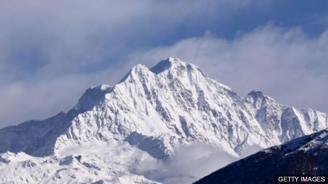 喜马拉雅山又现攀峰意外:登山团失踪 8人生死未卜