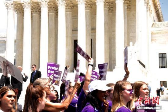 美国堕胎议题延烧 两州提出立法保护女性堕胎途径