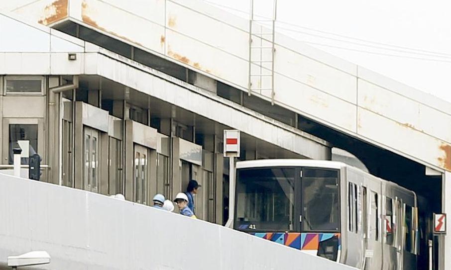 日本无人驾驶列车中途反向行驶25米 14名乘客受伤